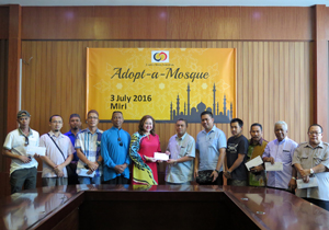 Handing out of cheques to representatives in Miri